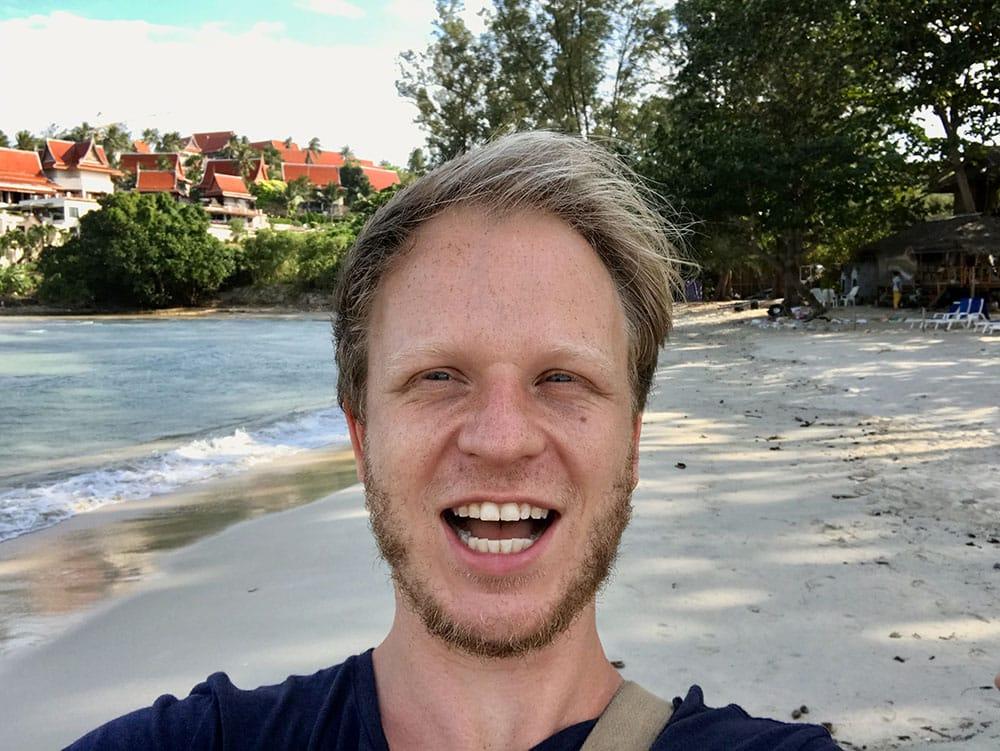 Finn am Strand auf Koh Samui
